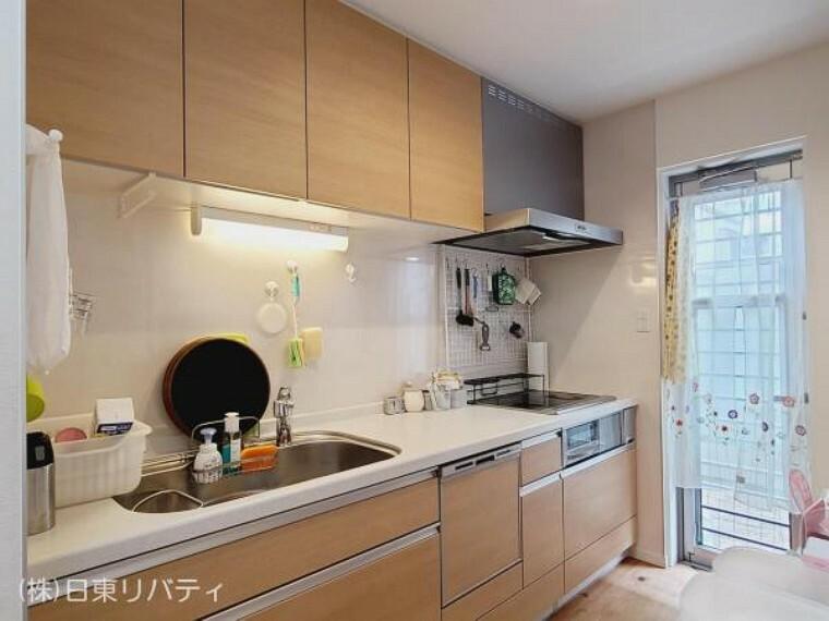 キッチン キッチンには窓があり、明るく換気もしっかりできます。
