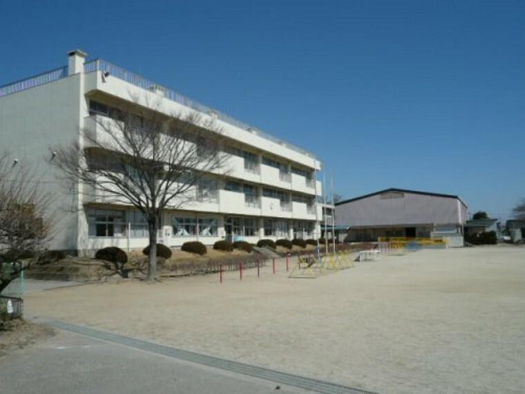 小学校 【小学校】越谷市立新方小学校まで1600m