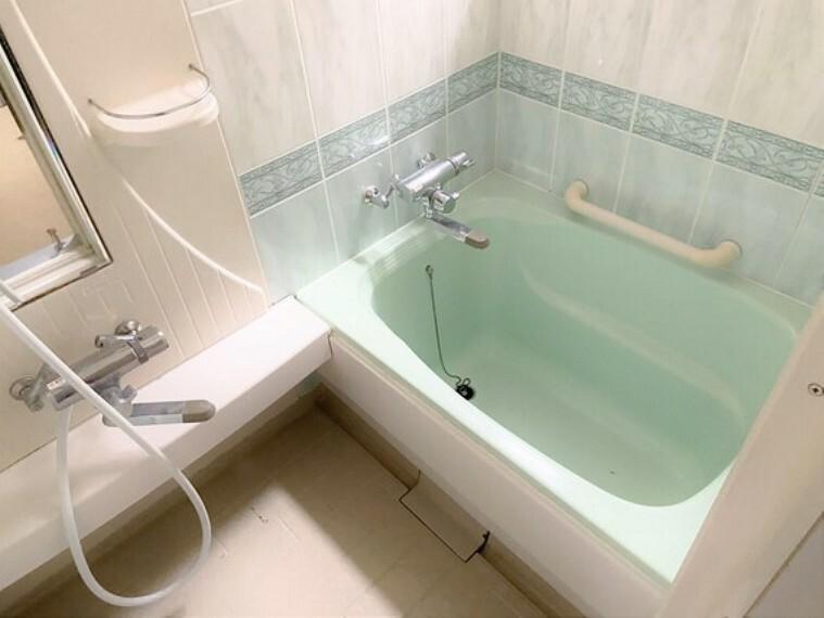 浴室 ゆっくり湯船に浸かれば、一日の疲れもとれますね。