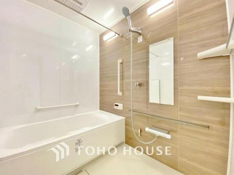"""浴室 「リフォーム済・浴室」ユニットバスを新しく入れ替えしております。もちろん、追い炊き給湯器&浴室乾燥機付きで""""快適なバスルーム""""になっています。"""