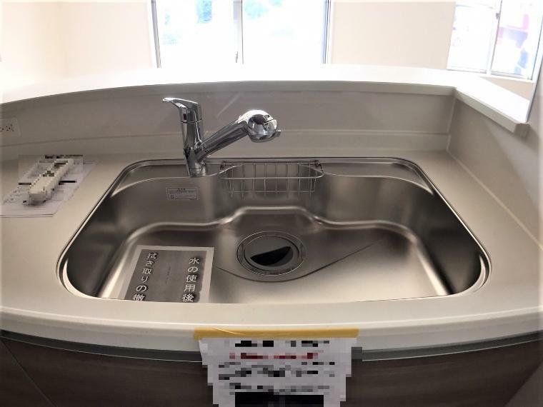 キッチン 洗い物がしやすい大きなシンクです。汚れも落ちやすくお手入れもラクラクです。