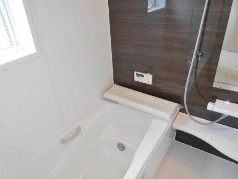 同仕様写真(外観) 【同仕様写真・浴室】浴室は1帖タイプでくつろぎやすさはそのままに、節水型の浴槽を採用!