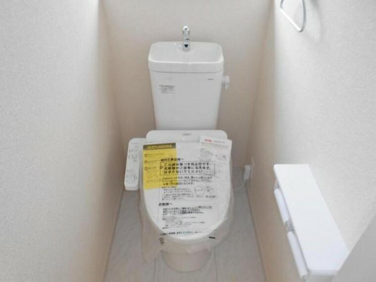 同仕様写真(内観) 【同仕様写真・トイレ】フチなし構造で拭き取りやすく、日々のお手入れ楽々!