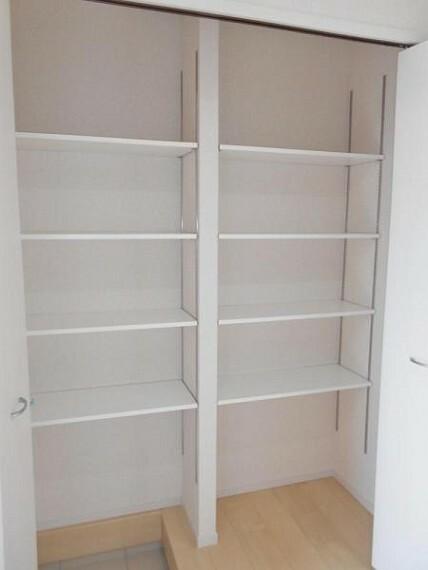 同仕様写真(内観) 【同仕様写真・玄関】家の顔である玄関は、収納力のあるシューズクロークで整理整頓しやすい!