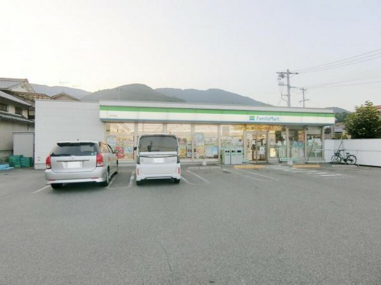 コンビニ ファミリーマート 呉川尻店
