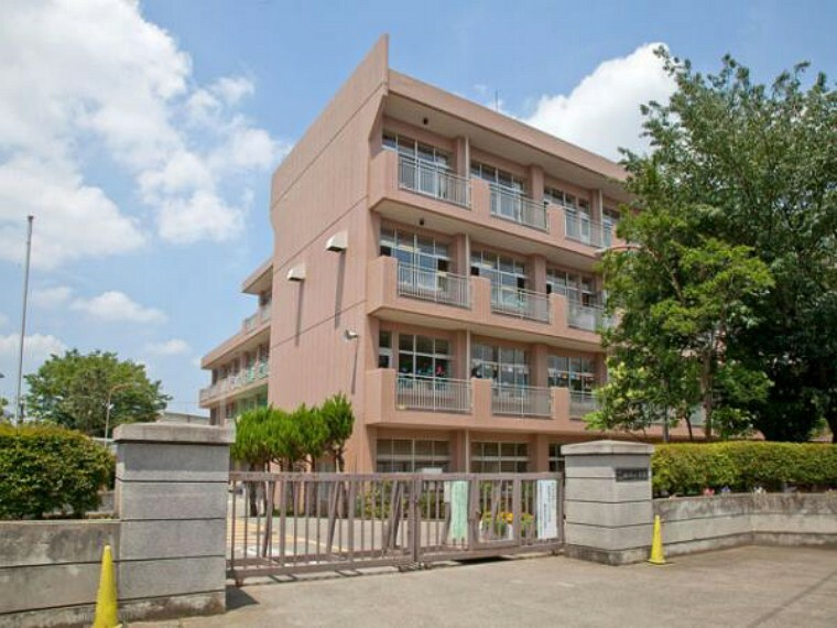 小学校 所沢市立椿峰小学校421m