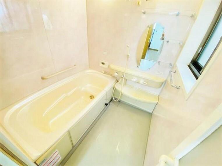 浴室 浴室には手摺が付いているので、年配の方もご安心です。