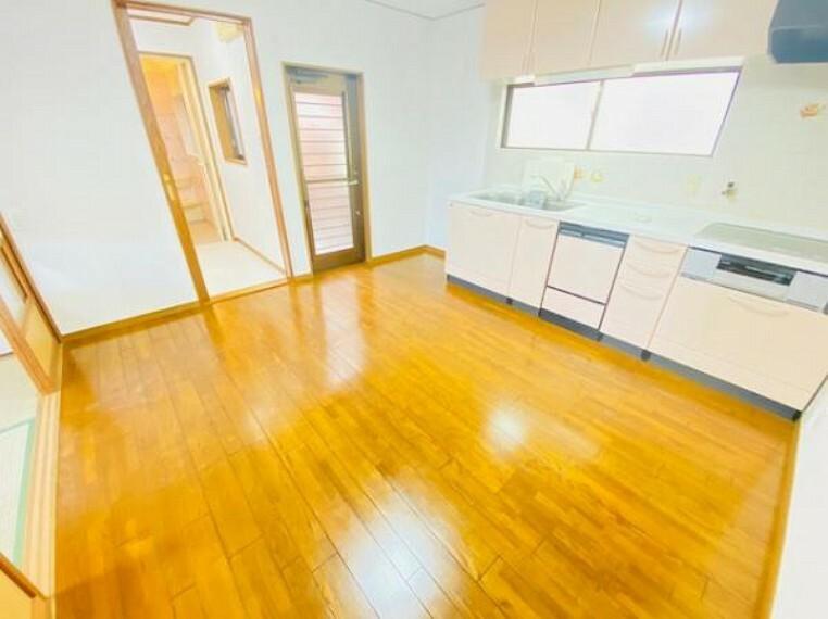 居間・リビング 白を基調とした開放感のあるデザイン