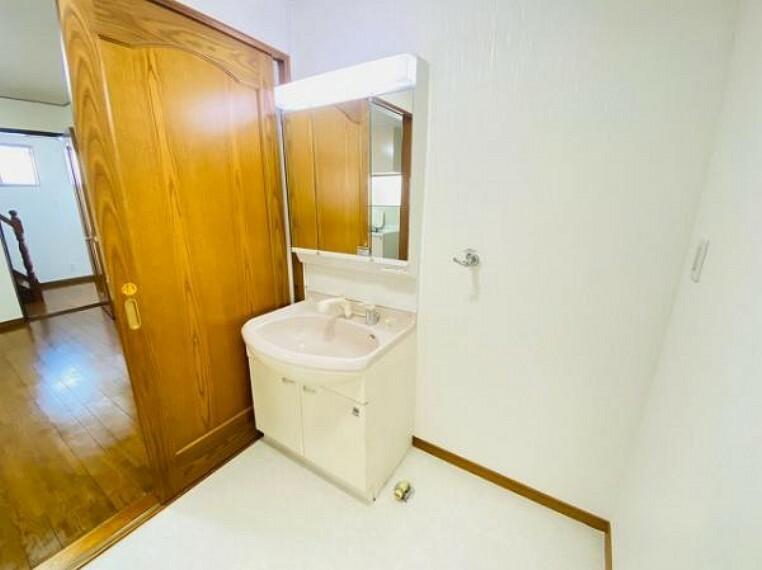 洗面化粧台 清潔感あふれるデザインの洗面台