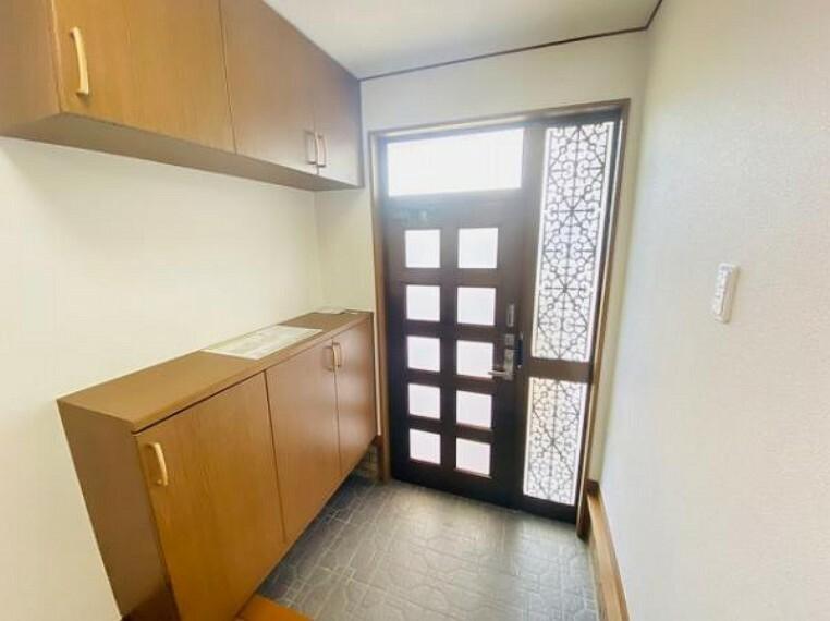 玄関 地元密着収納能力の高いシューズボックス