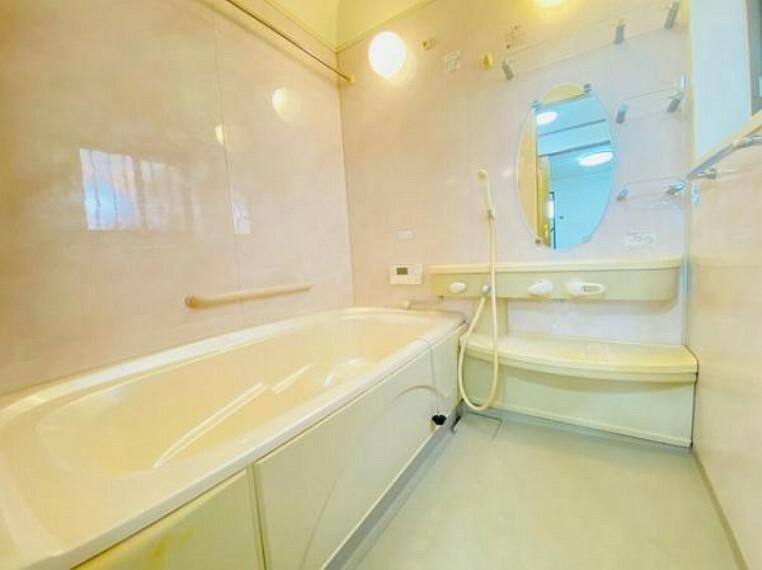 脱衣場 安心の手すり付き浴室です