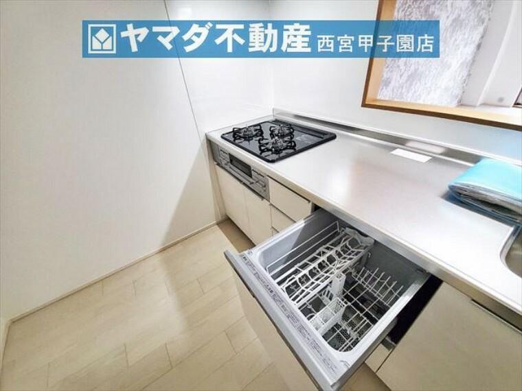 キッチン 食洗器・3つ口コンロ付き