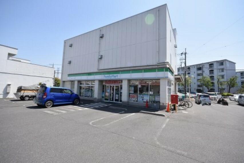 コンビニ 【コンビニエンスストア】ファミリーマート 入間グリーンヒル店まで331m