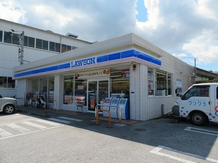 コンビニ 【コンビニエンスストア】ローソン 高知横浜店まで948m