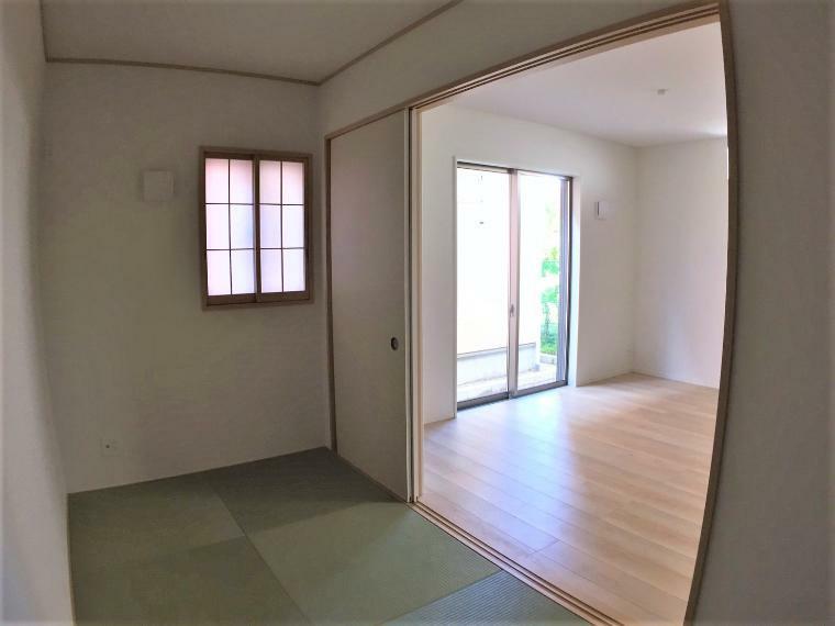 和室 リビングの続き間に和室を設けることで、広々とした空間となりますね。