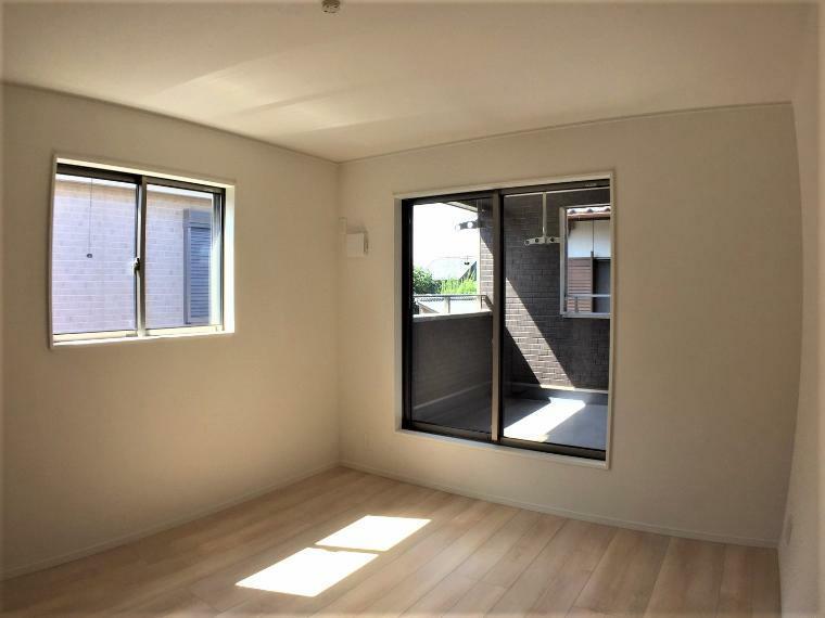 洋室 洋室の2部屋どちらからもバルコニーへ出ることができます。