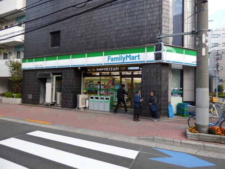 コンビニ ファミリーマート台東三筋1丁目店