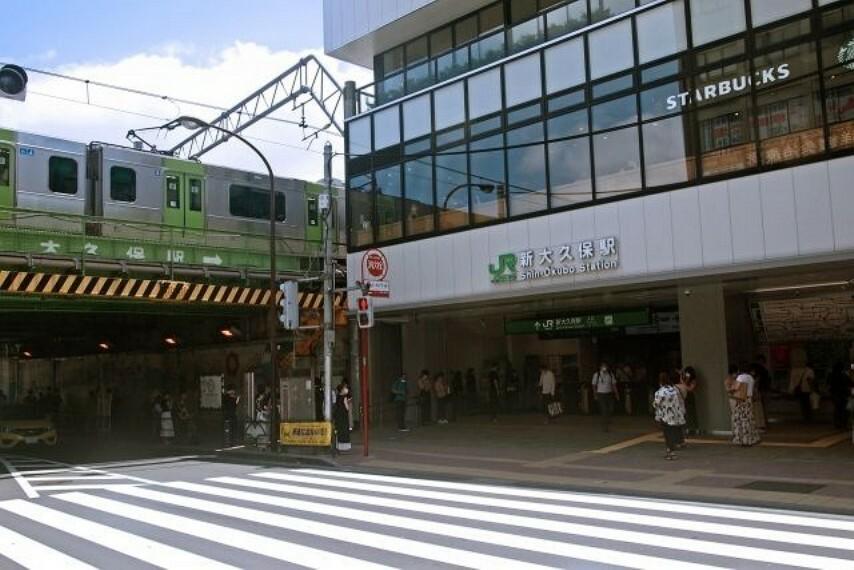 新大久保駅(JR 山手線) 徒歩7分。