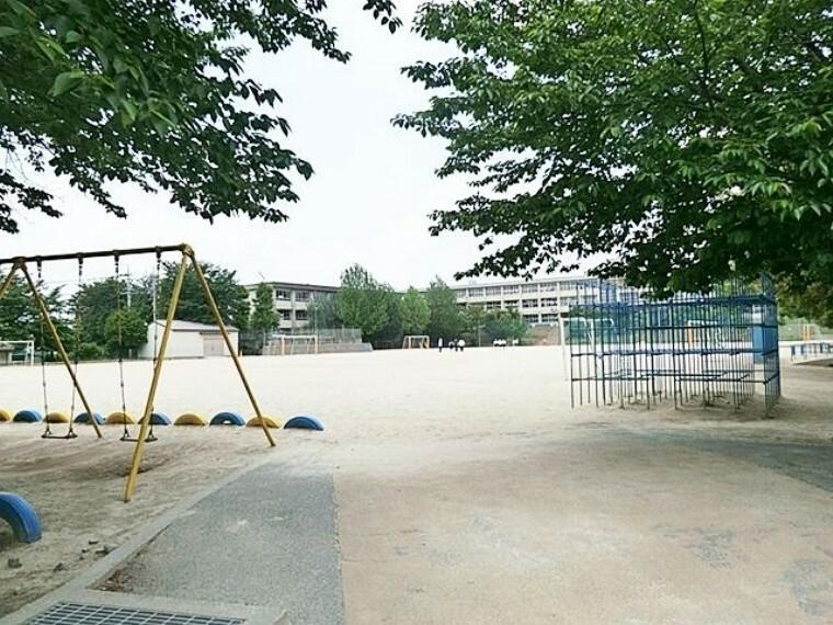 小学校 松戸市立松飛台小学校 徒歩14分。