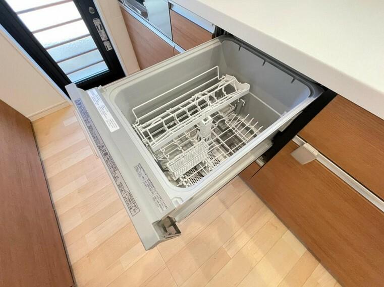 キッチン (設備)食洗機付きで家族の食器もラクラク洗います