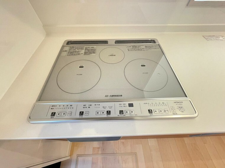 キッチン (設備)使用しない時は作業台にもなります!IHクッキングヒーターでお手入れも快適!