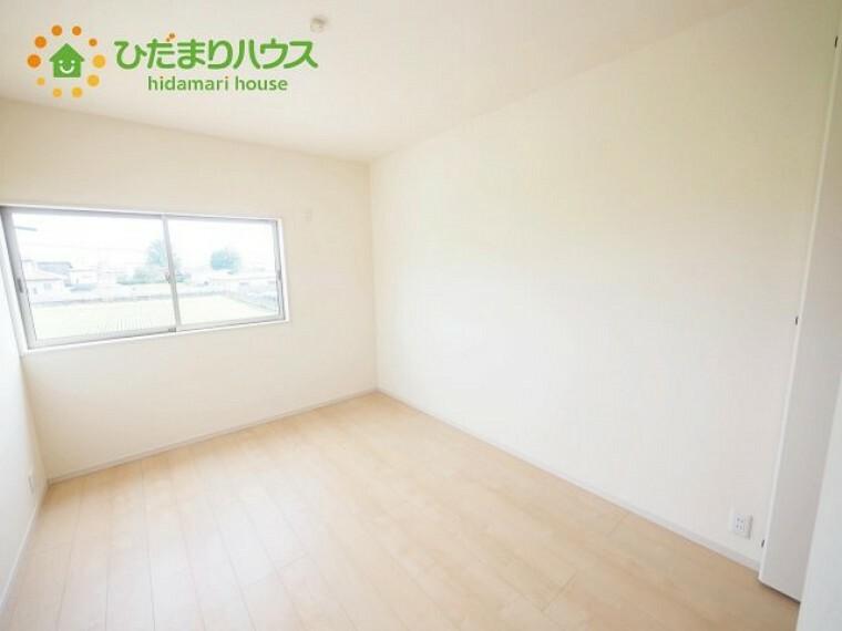 洋室 お掃除もラクチンなフローリングのお部屋です