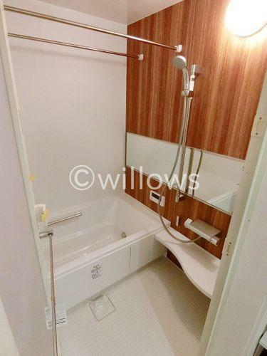 浴室 一日の疲れを癒す貴重なリラクゼーションスペース。ゆっくりとした時間を過ごせるゆとりあるバスルームは毎日浸かりたくなること間違いなし。(2019年1月/新築時撮影)
