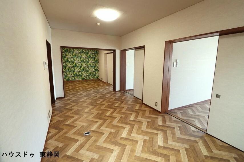 居間・リビング 家族が同じ空間にいながらも、それぞれゆったり寛げる広々としたLDK。