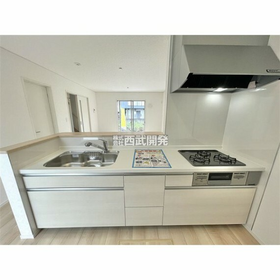 キッチン 対面式のキッチンはお料理や洗い物を家族と会話しながら出来るので楽しく出来る点が喜ばれています。