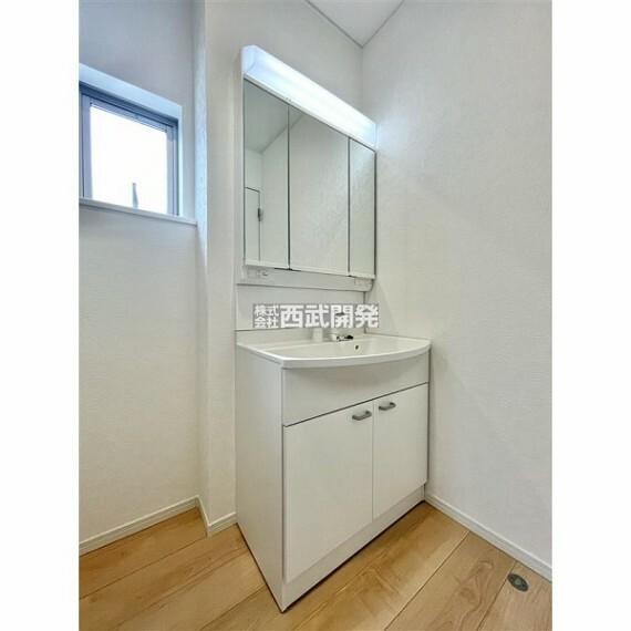 洗面化粧台 ゆとりのある洗面スペースで朝の身支度もスムーズに