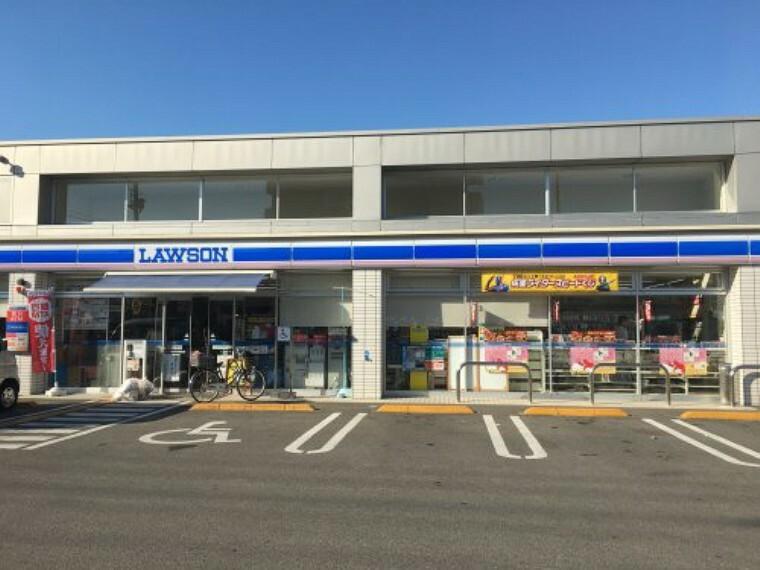 コンビニ 【コンビニエンスストア】ローソン高知鹿児店まで593m