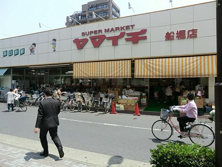 スーパー 営業時間 9時00分~0時00分  店舗は小さめですが、酒類や惣菜等が充実していると思います。