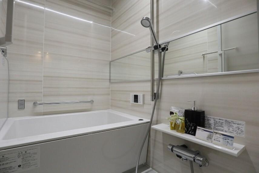 浴室 アフターサービス保証付きのため、ご入居後も安心が続きます(同仕様のバスルーム画像)