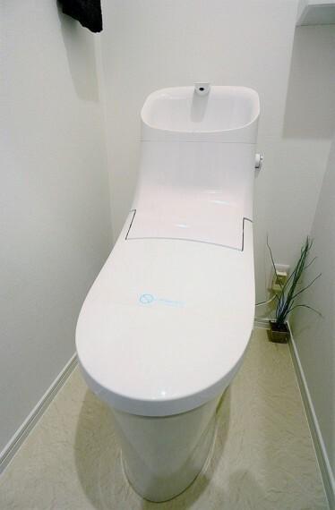 トイレ 水回りがまとまっており、お掃除がしやすいです(同仕様のトイレ画像)