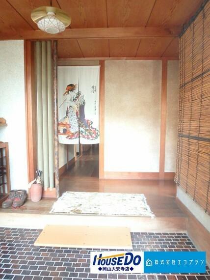 玄関 日本の風情漂う上質感溢れる玄関。訪れた方を爽やかにお迎えします。訪れる方の目に留まるところだからこそ、センス良く