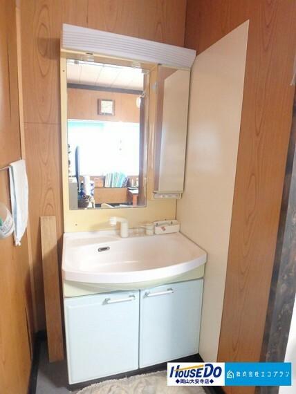 洗面化粧台 ゆとりの洗面スペースで朝の身支度も快適スムーズに。