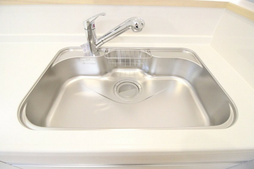 キッチン 浄水器は蛇口一体型構造で、シンクまわりがスッキリ広々!