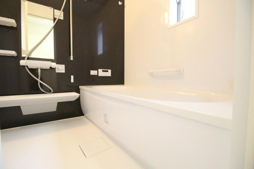 浴室 今日一日の疲れを癒す場所。のんびりと一人の時間を過ごす場所。家族でゆっくりふれあう場所。すべての人の毎日を豊かにするバスルーム!
