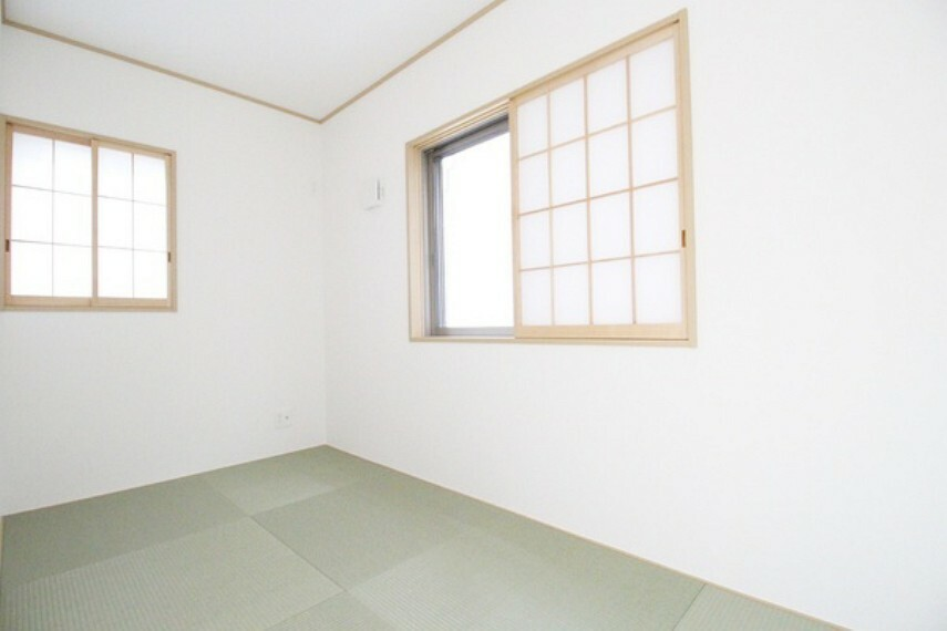 和室 4帖和室。 リビングとの段差がない和室はお子様の遊び場として使う際も安心!