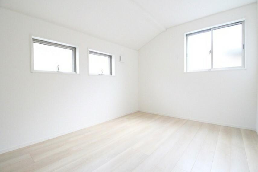 洋室 北東側6帖洋室。 便利な全居室収納付き!
