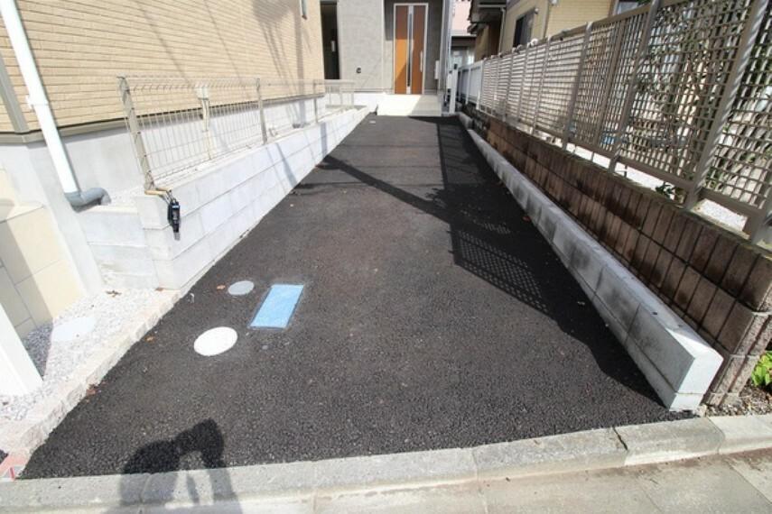 駐車場 カースペースは2台(車種による)駐車可能です。