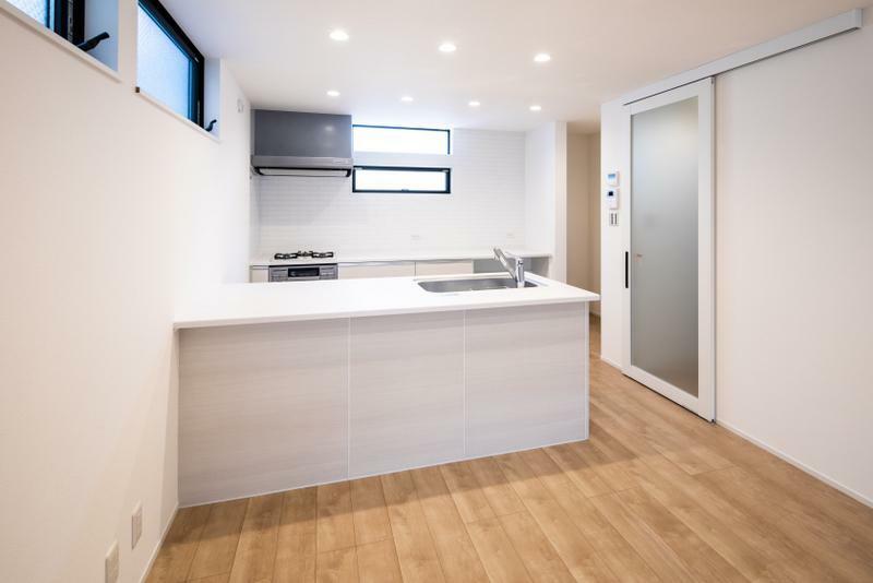 居間・リビング 施工事例:【LDK】お料理をしながら家族を見渡せるカウンターキッチン。収納も充実しており、とても使い勝手の良いキッチンになっております。