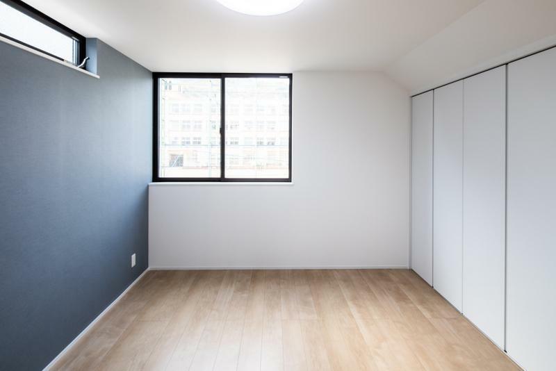 洋室 施工事例:【洋室】全居室に収納スペースを確保しているので、荷物の多いご家族でも安心です。