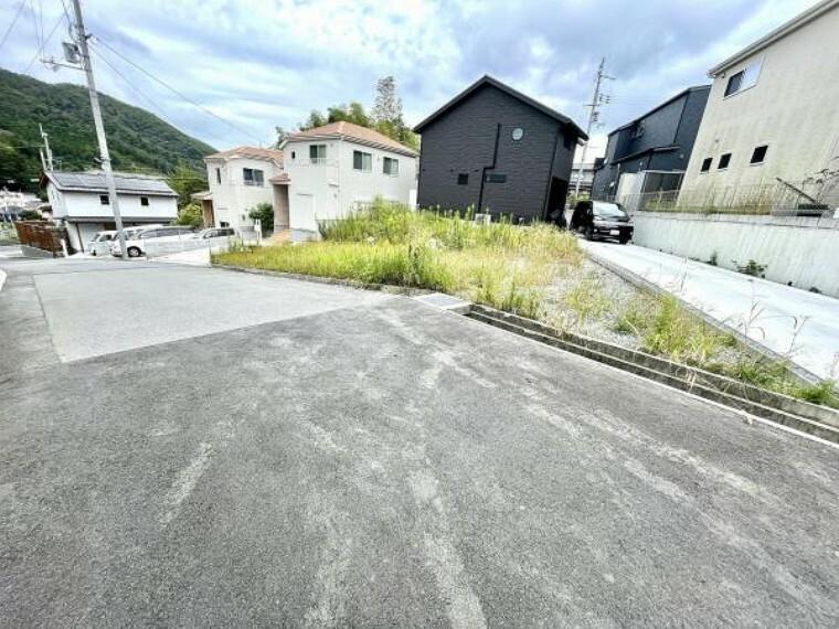 現況写真 限定2区画です。 前道路が広く、駅までも近い立地です。