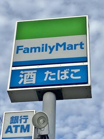 コンビニ ファミリーマート緑尾崎山店