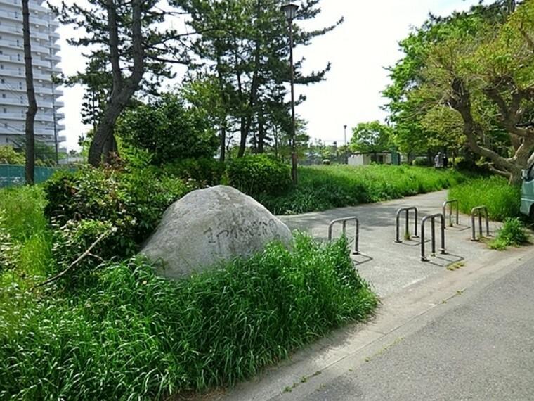 公園 まつかぜ公園 無料で体を鍛えられる公園の遊具あり:公園の遊具は子供が対象ですが、鉄棒・うんてい・はしごなど