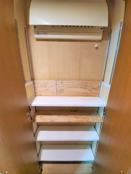収納 さらに廊下には小さめの収納もあり