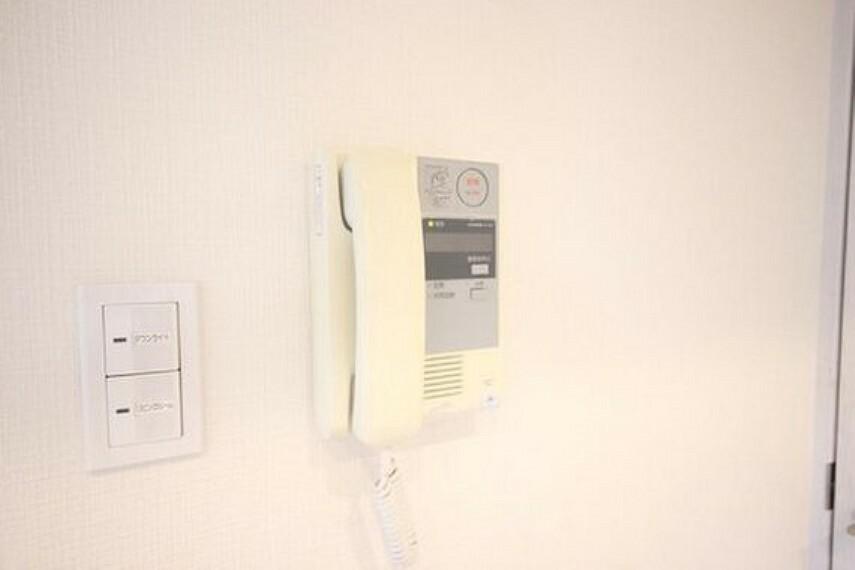 TVモニター付きインターフォン 「見える安心」をカタチにしました。誰が来てもわかる様にモニター付きインターホンを設置。快適と安らぎを合わせた優しい設計。