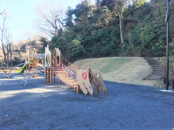 公園 【六浦西第三公園】住宅街の中にある子どもが走り回れる広さの公園です。お子様たちだけで遊ぶ際もご自宅から近いと安心ですね。
