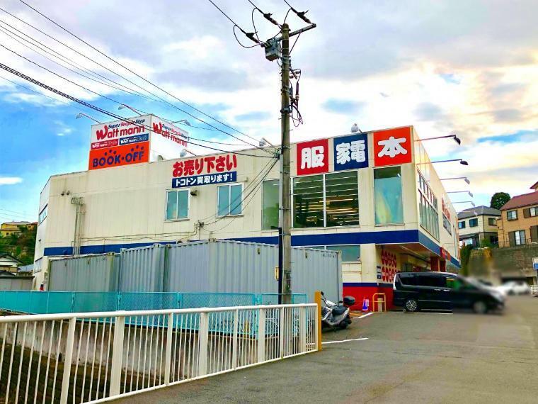 【BOOKOFF横浜朝比奈店】店内は1階が書籍やCD、ゲーム、家電など。2階には衣類や食器などがあります。駐車場も広く品揃えの良い店舗なのでご利用しやすいです。(営業時間)10:00-20:00